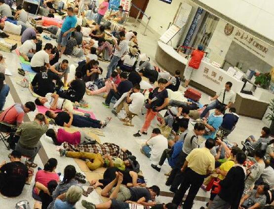 北京一些医院,彻夜排队挂号是常态