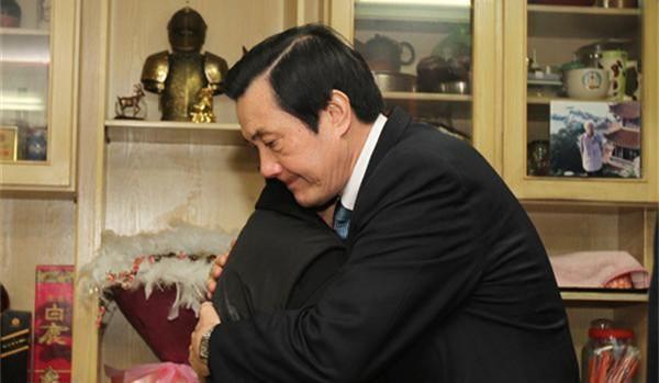 """时任台湾""""总统""""马英九亲自探望江国庆家人"""