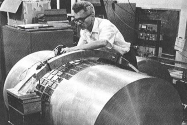 美国科学家韦伯早在60年代便号称发现了引力波,却因为不能被重复实验验证等原因而被否定