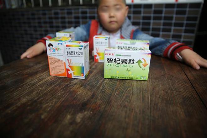 政府发放的用于血铅儿童干预治疗的药物  图/罗京运(探针)
