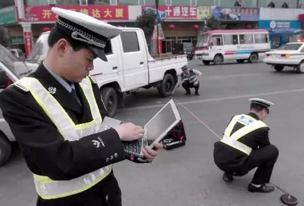 交警在认定交通事故责任
