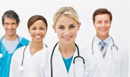 美国医生虽然自己交医疗责任保险,但他们是自由执业