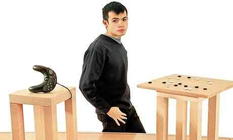 哈萨比斯在Elixir游戏公司时期的一副照片