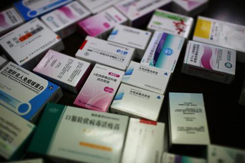庞某被查获的疫苗,种类庞杂。图片来源:澎湃新闻