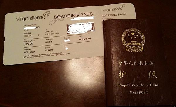 """当事女孩的机票和护照,这次事件引发了广大网友针对""""维珍航空歧视中国人""""的声讨"""