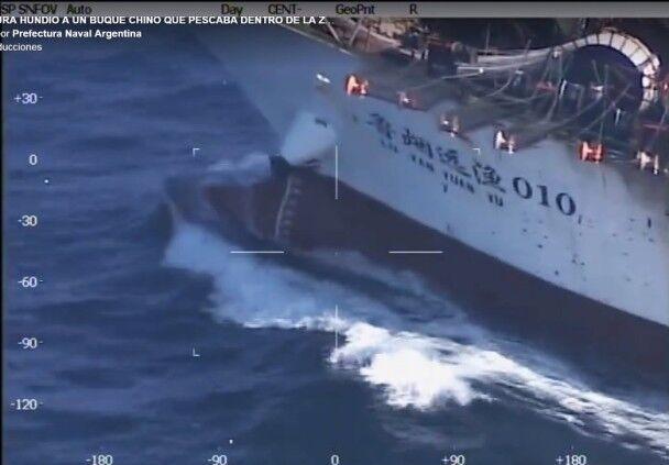 中国渔船因涉非法捕鱼被阿根廷军舰击沉