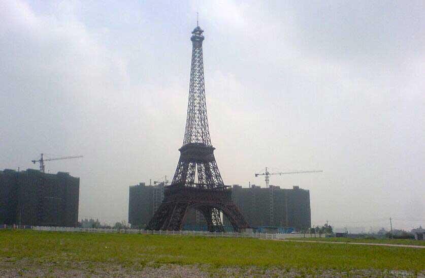 图片:杭州某地仿造的巴黎埃菲尔铁塔
