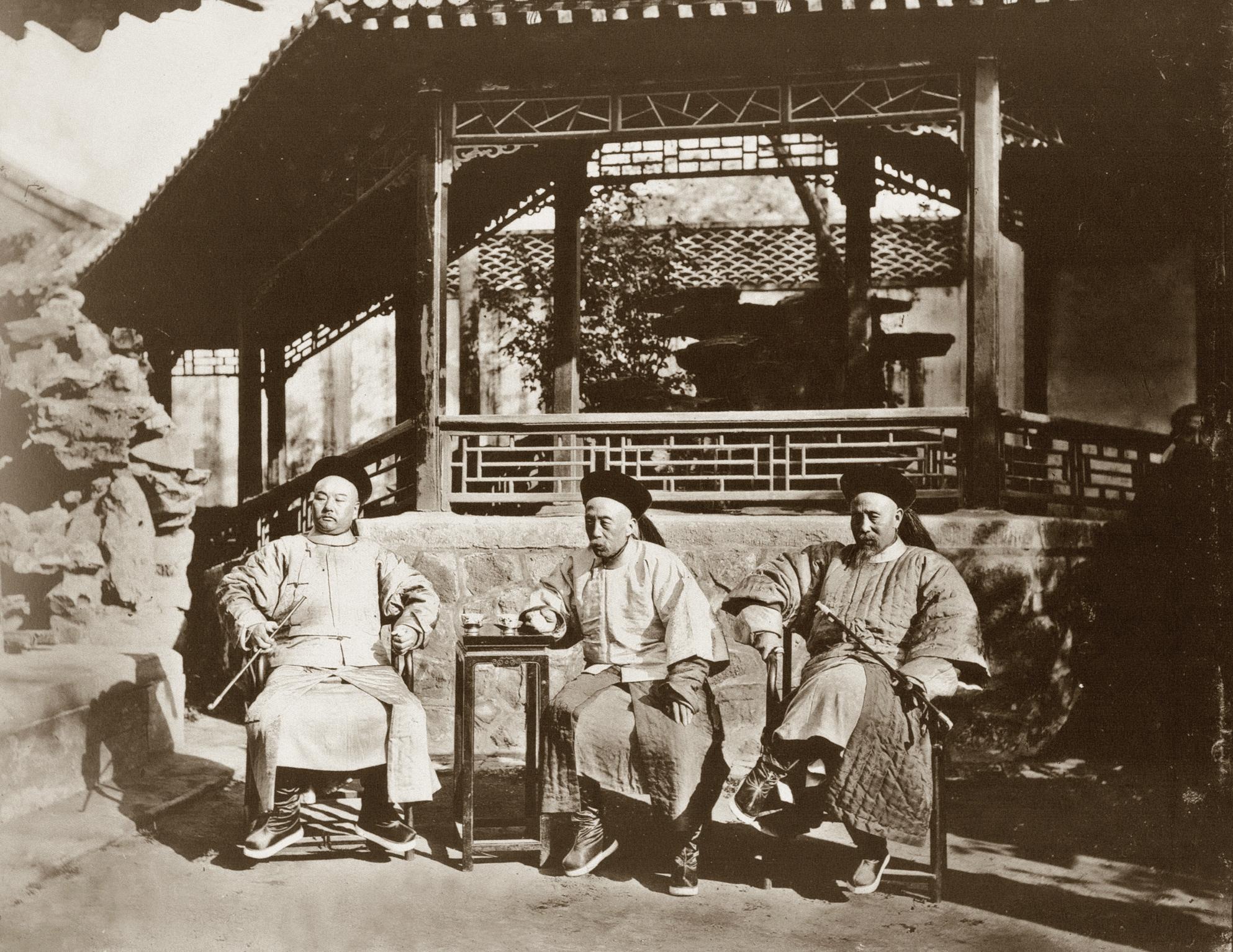 军机大臣兼总理衙门大臣宝鋆、文祥,总理衙门大臣成林(右起)