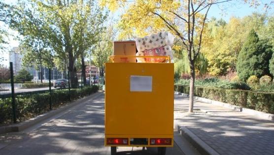 电三轮在城市间穿梭,带来了中国快递业的蓬勃发展
