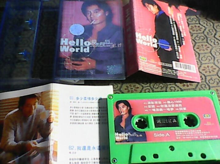 """美卡音像发行的香港歌手王杰的专辑,卡带中央清晰印有""""MEIKA""""字样"""