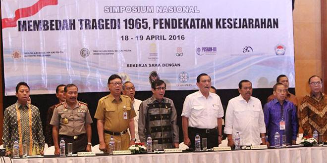 """研讨会现场。前排右二是研讨会的组织者阿古斯・维多约约(Agus Widjojo),他的父亲是一名陆军将领,在""""九卅事件""""中被亲印尼共的政变者杀害"""