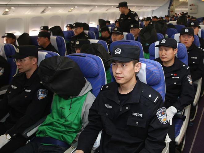 大陆公安从肯尼亚带回台湾嫌疑犯