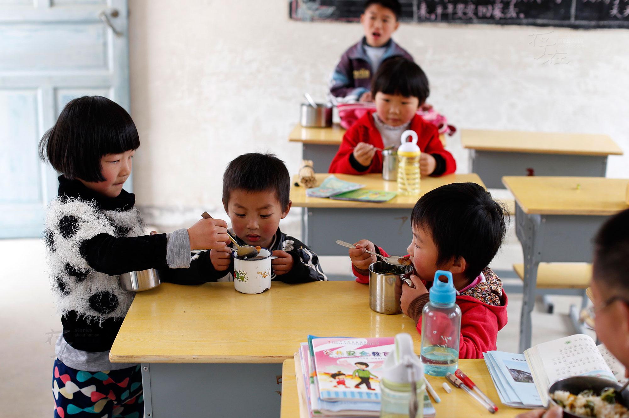 山巅小学:1 和老师和 5 个留守儿童