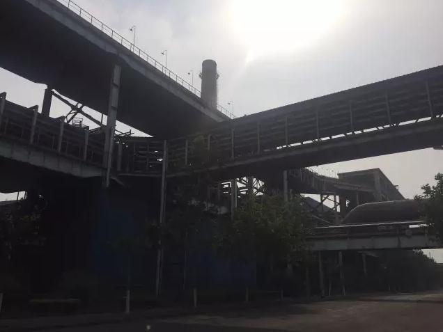 天津钢铁集团内部的生产设备