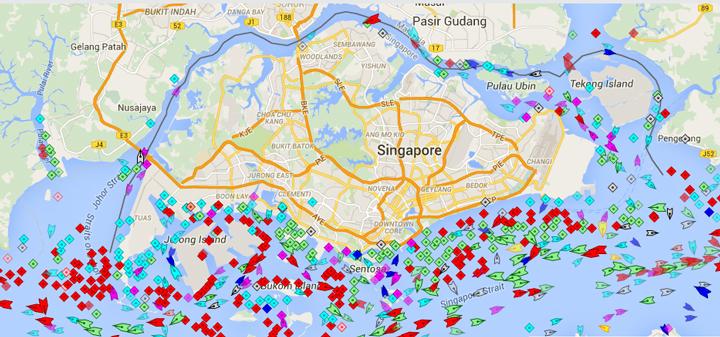新加坡外海漂浮的油轮,图中红点为处于静止状态的船只,许多在等待运往中国