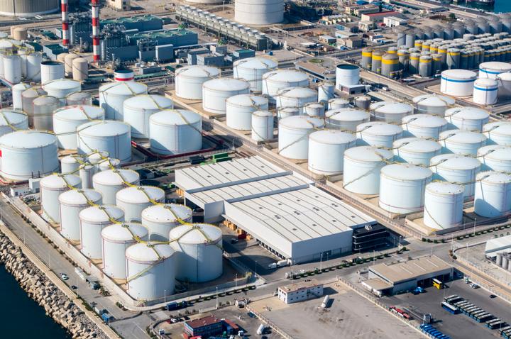 中国在各地建设储油灌