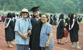 吴倩最亲的爷爷奶奶已是80岁高龄