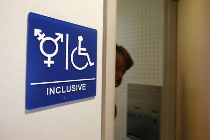 """美国很多场合都设置有""""中性""""厕所"""