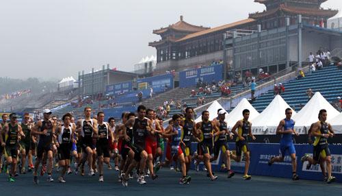 08年奥运会其中一个比赛场馆的跑道,就是采用了废旧轮胎作为原料