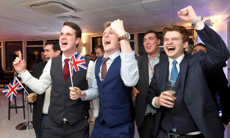 英国公投脱欧派庆祝胜利
