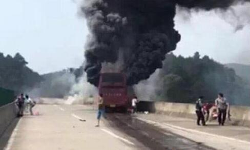 从目前披露的信息来看,逃跑司机在事故现场没有任何救助行为
