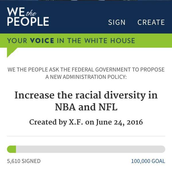 """一些华人在白宫网站请求""""让NBA和NFL变得多元化""""。严格来说,把消除""""无意识偏见""""与这种明显大个子的运动进行对比,有些欠妥"""