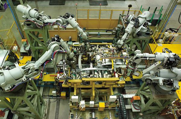 汽车制造、焊接等高端行业领域的机器人市场主要被外国企业占据