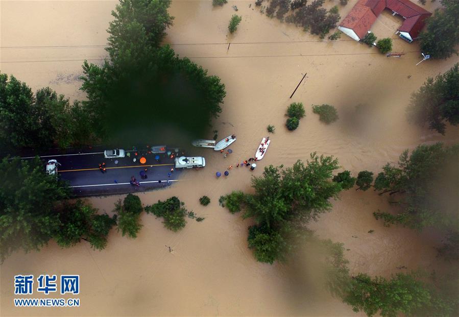 武汉新洲区举水河发生溃败,淹没村庄