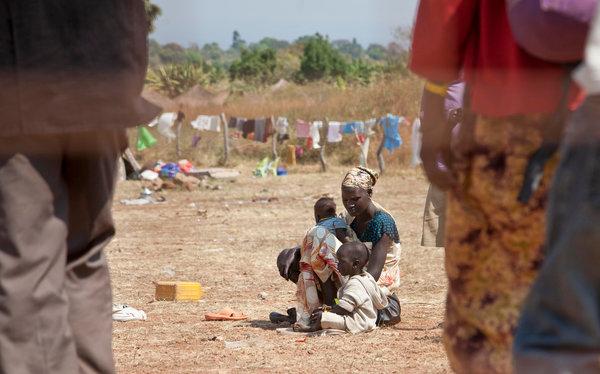 逃到乌干达的南苏丹难民,地区领导人担心南苏丹危机会加快移民迁徙的步伐