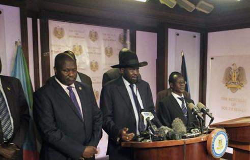 2016年7月8日,南苏丹总统基尔与他的对手、现任第一副总统马沙尔在记者会上