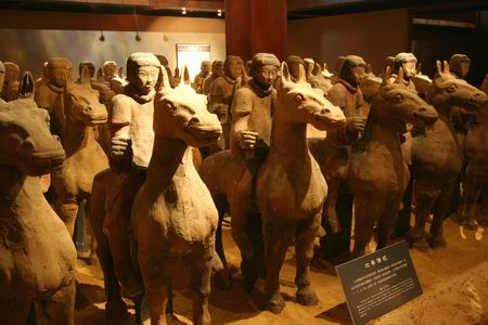 徐州汉墓出土的汉骑士俑