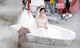 陈妍希坐着小舟出场,仙气缭绕好似小龙女
