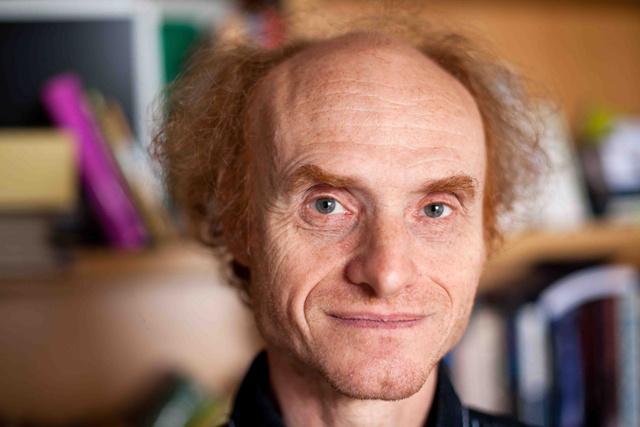 捷克查尔斯大学的生物学教授Jaroslav Flegr
