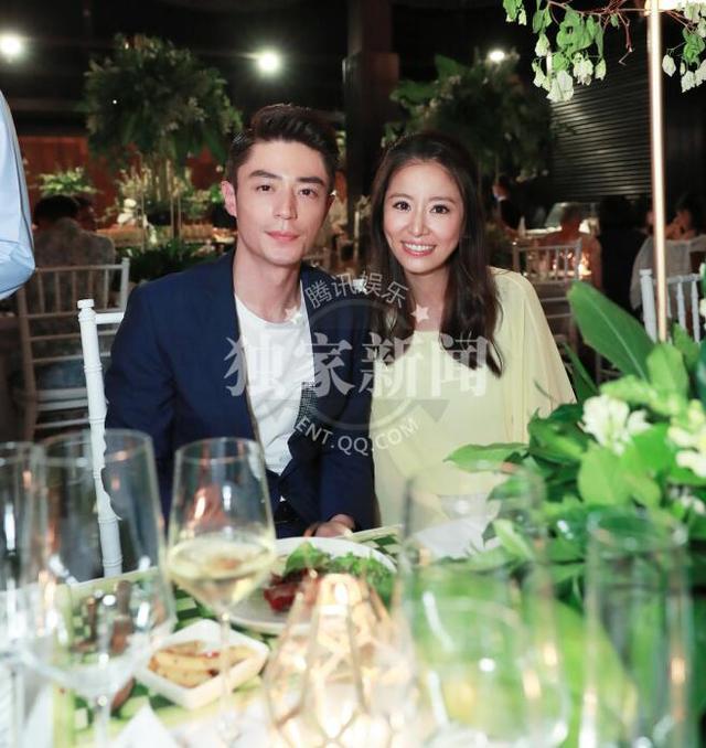 7月30日,林心如霍建华出席婚礼迎宾晚宴