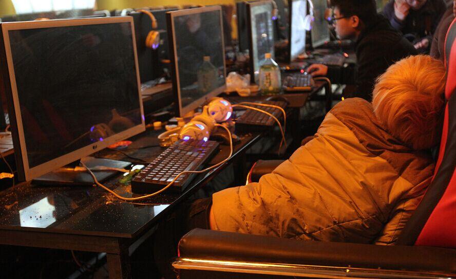 """河南省一家电子竞技训练基地。不过,在一些家长眼中,这里几乎就是个另类的""""戒除网瘾中心""""。东方IC供图"""