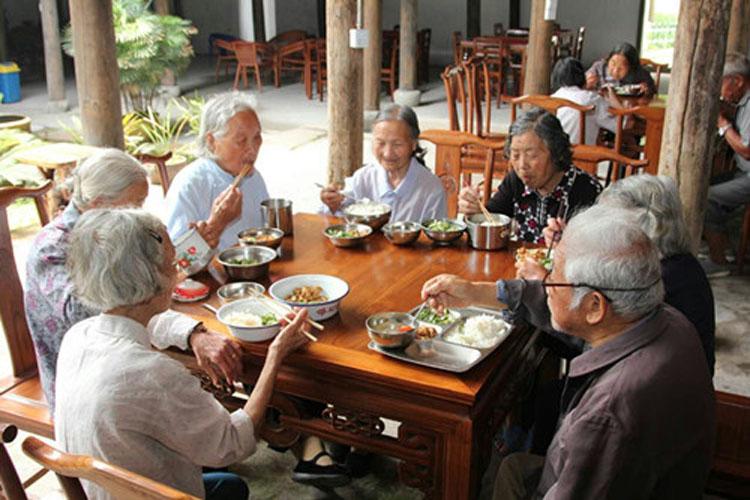 老年人互助是一种迫不得已的办法