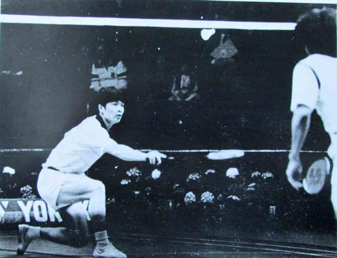 韩健(左)曾代表中国赢得多枚世界羽毛球比赛金牌