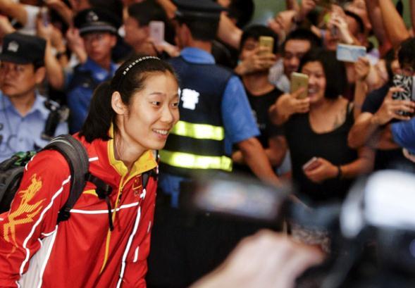 朱婷回国受到热烈欢迎
