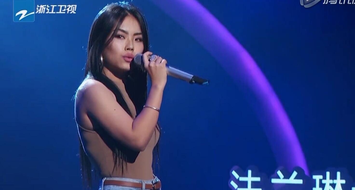 万妮达在《中国新歌声》的舞台