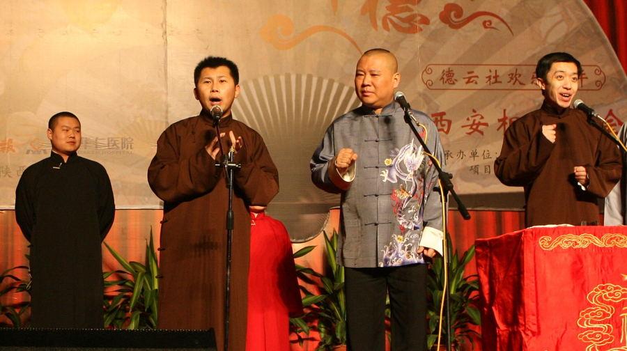 从左至右:岳云鹏、何云伟、郭德纲、李菁 。东方IC供图