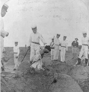 日军在天津城外斩杀拳民