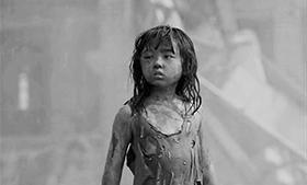 """八岁的张子枫就已经十分""""敬业"""""""