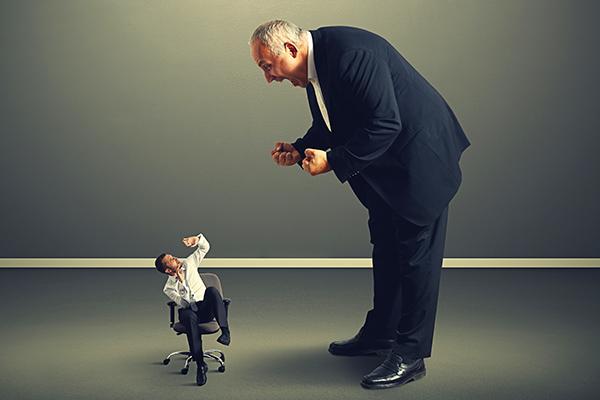 在雇佣关系中,老板通常处于强势一方