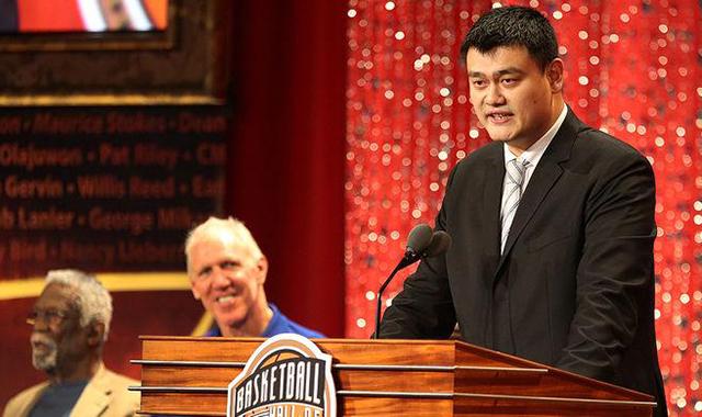 姚明在入选NBA名人堂典礼上发表演说