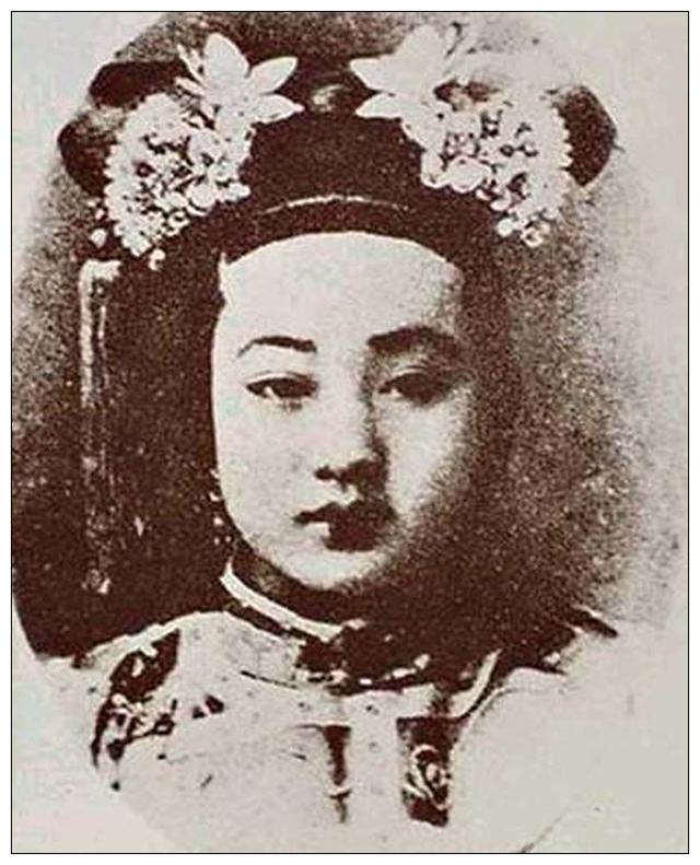 """1960年故宫公布的""""贞贵妃肖像"""""""