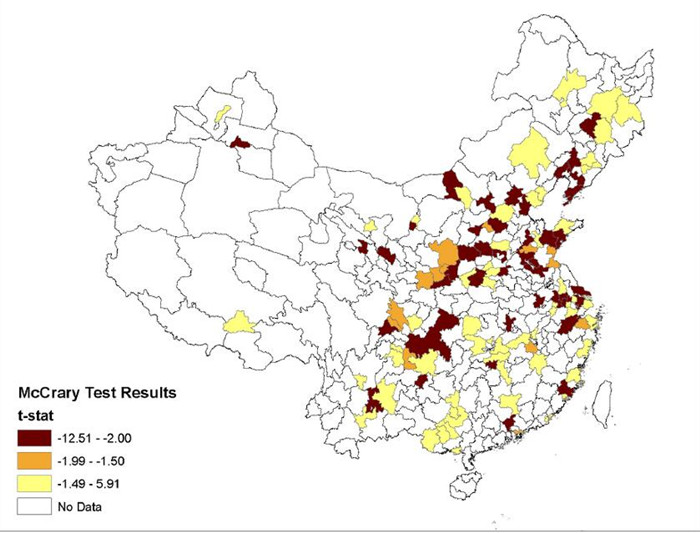 论文作者认为,标红城市环保数据造假嫌疑大  图片来源:Effortless Perfection:Do Chinese Cities Manipulate Air Pollution Data?