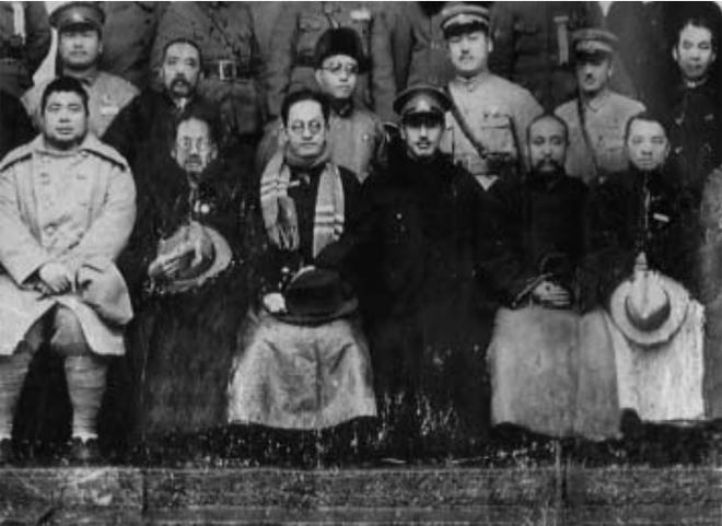 1929年1月25日国军编遣委员会议闭幕合影。前排左三为胡汉民,前排左四为蒋介石。