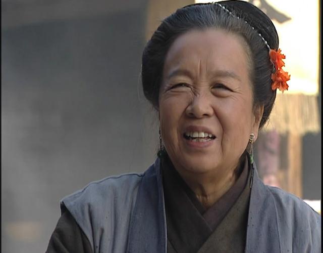 1998版电视剧《水浒传》中李明启扮演的王婆