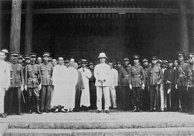 1924年6月,孙中山出席黄埔军校开学典礼