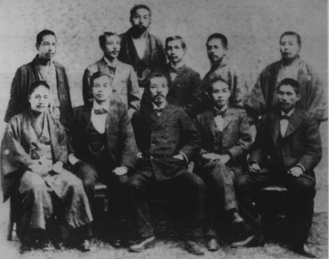 1898年,孙中山与兴中会同仁及日本友人在日本合影